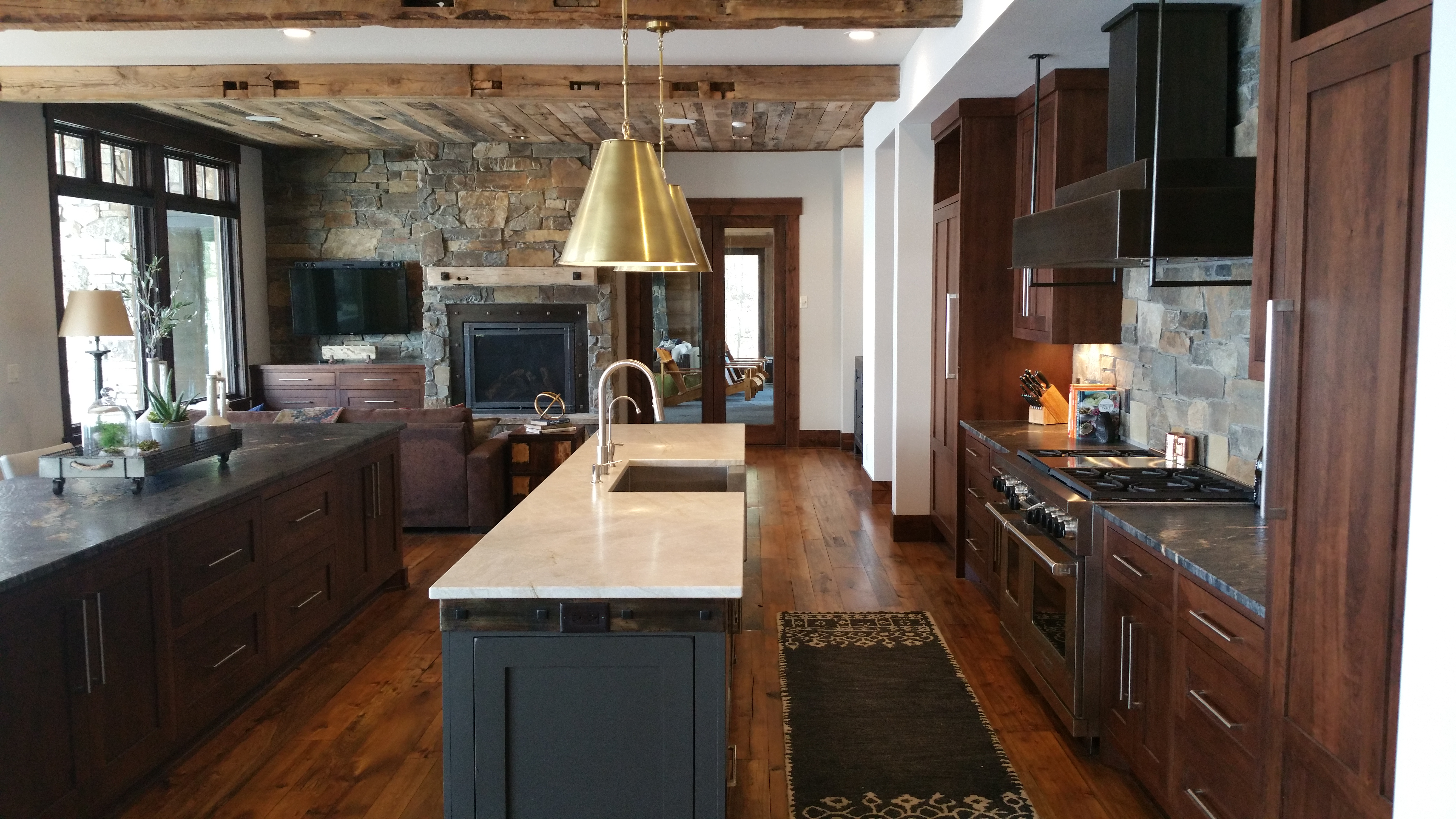 Charmant Rustic Shaker Kitchen With Double Island