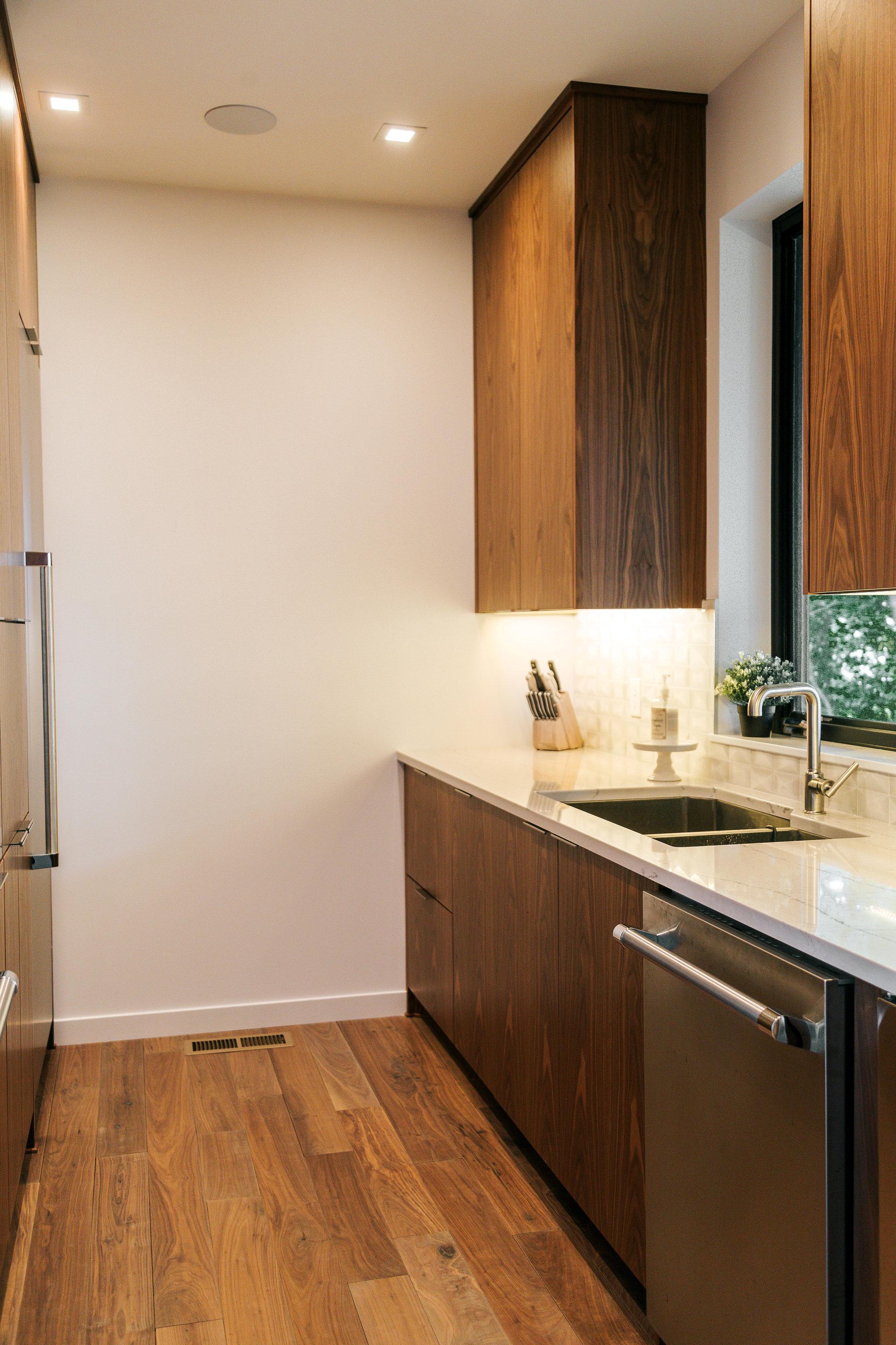 Merveilleux Frameless Vertical Grain Walnut Kitchen With Quartz Countertop And  Undermount Sink.