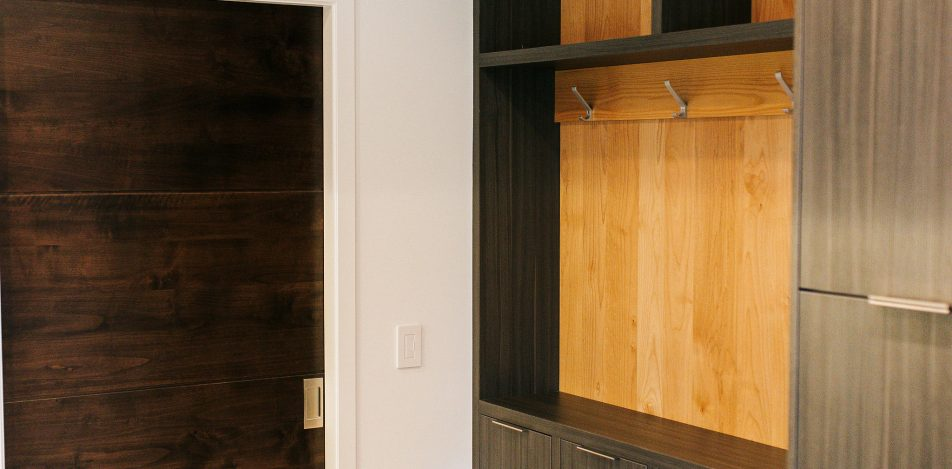 frameless Greigio Note laminate with Alder top and backboard bench and coat storage.